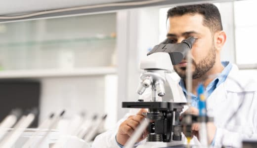 薬剤師が研究職で働くのはどう?仕事内容や平均年収など徹底解説!