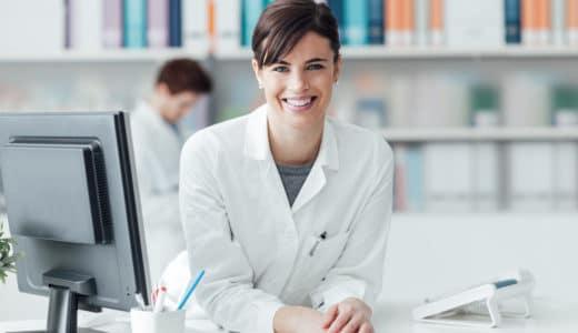 クリニック薬剤師ってどう?仕事内容や給料について解説!